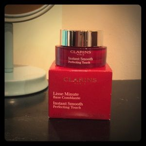 New Clarins Instant Smooth Perfecting Touch